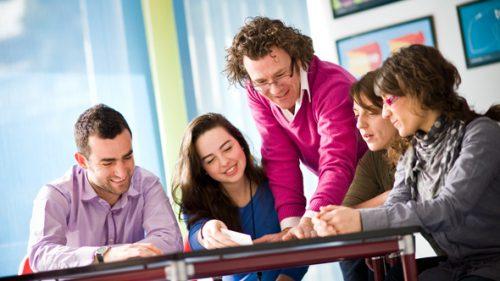 Angol nyelvoktatás és kirándulások támogatása